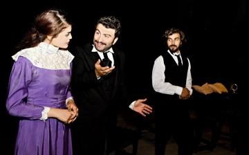"""Yakın Doğu Üniversitesi Sahne Sanatları Fakültesi """"Tiyatro"""" Bölümü, 8. Mezuniyet Oyunu ile Seyirci Karşısına Çıkıyor"""