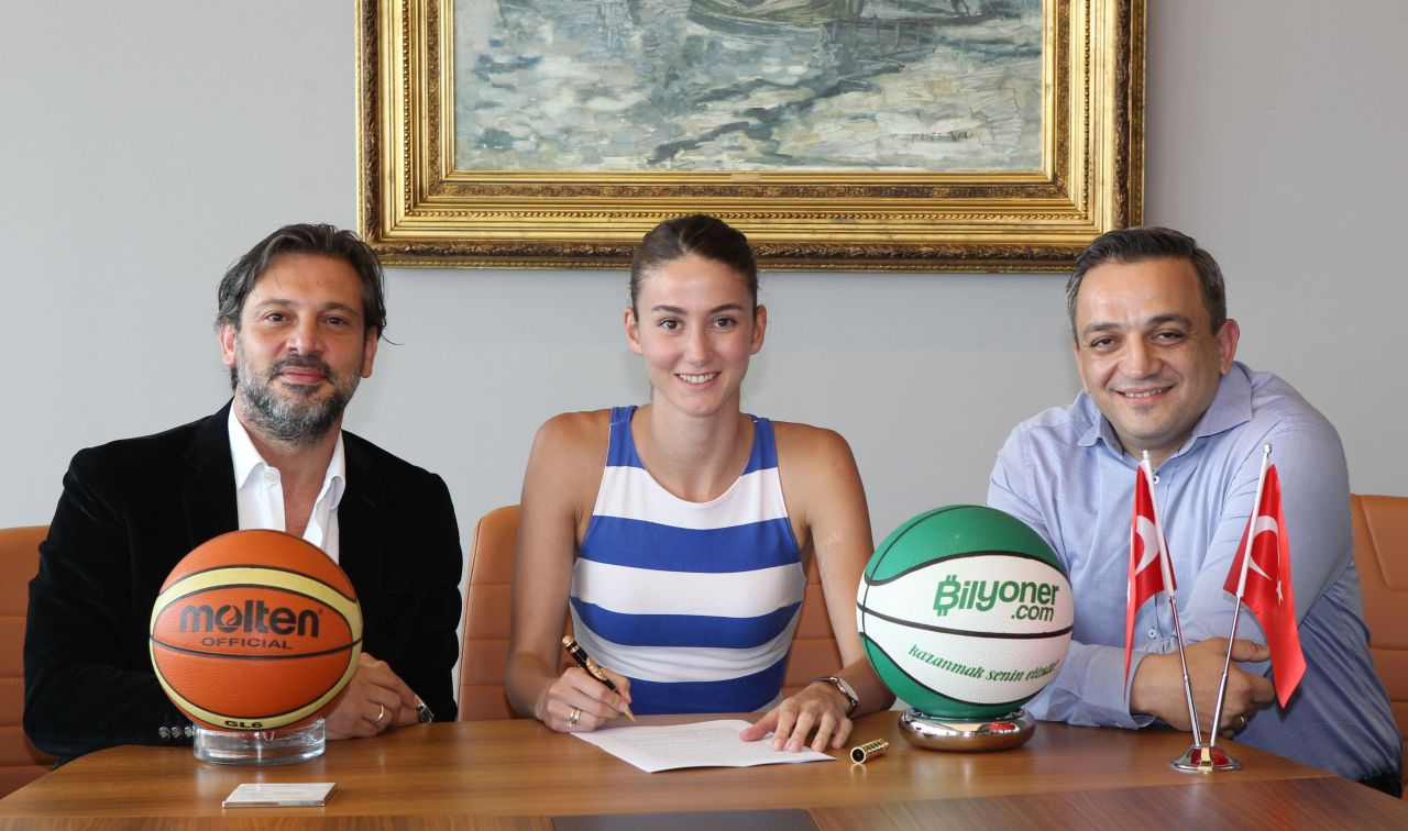 Near East University makes an impressive transfer and transfers Olcay Çakır