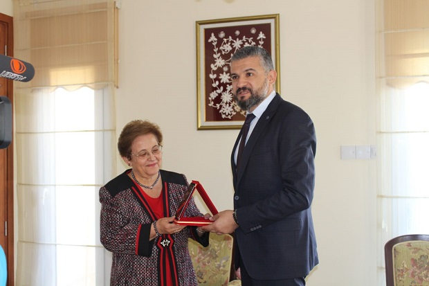 Gülgün Serdar made a donation to the Near East University National History Museum
