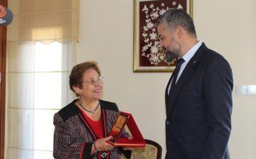 Gülgün Serdar Yakın Doğu Üniversitesi Milli Tarih Müzesine Bağışta Bulundu