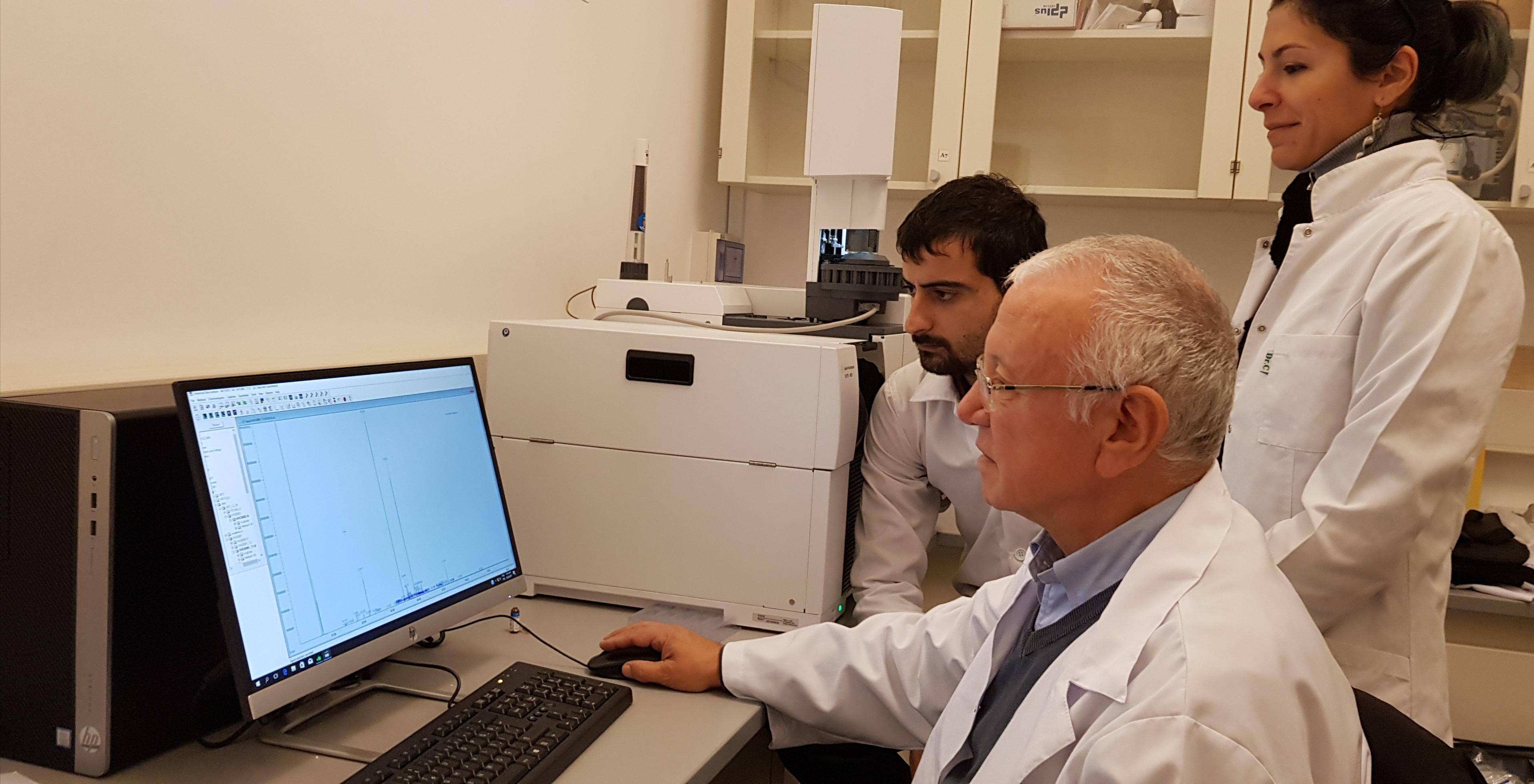 Near East University Faculty of Pharmacy has established a System to Analyze Essential Oils of Aromatic Plants