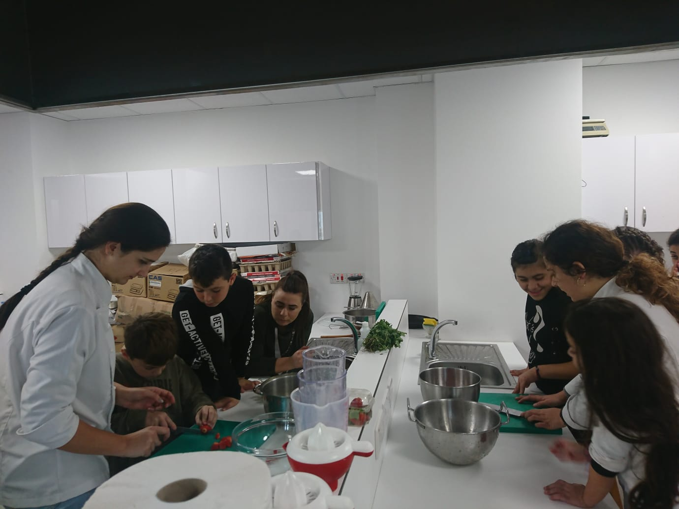 Cut, slice, whisk, mix, learn… Özay Günsel Children's University students to work in Fun Kitchen…