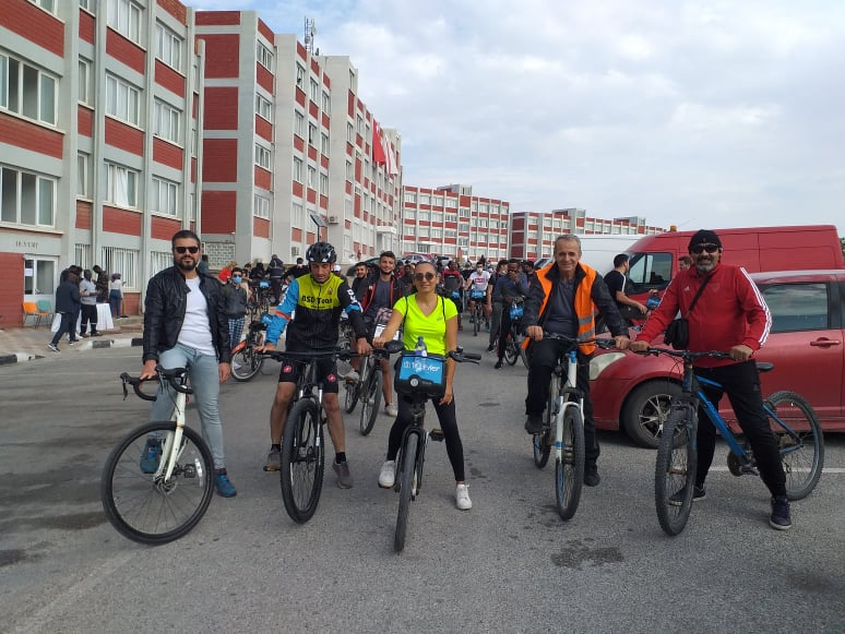 "Cycling Enthusiastic Students who came together at the event held under the leadership of the Directorate of Dormitories of Near East University, pedaled the streets of Nicosia with the slogan ""We are in the traffic""."